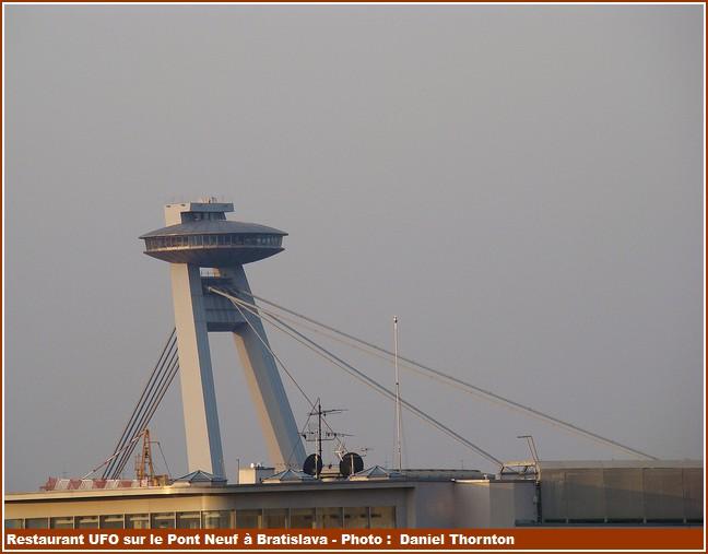 Restaurant UFO pont neuf Bratislava
