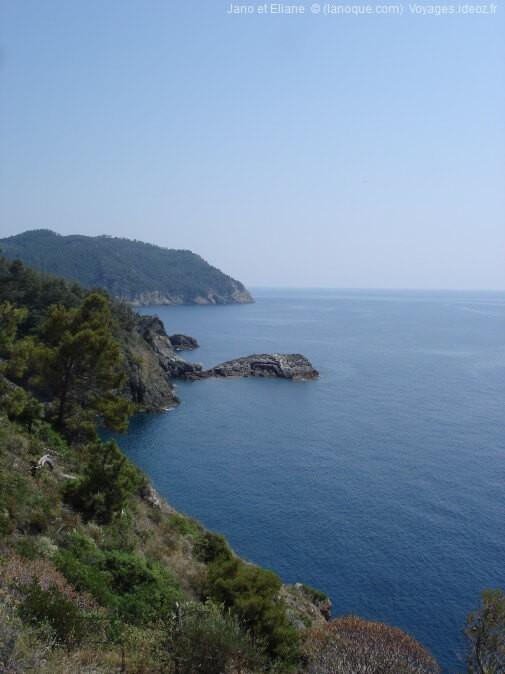 Sentier côtier menant jusqu'au village de Framura