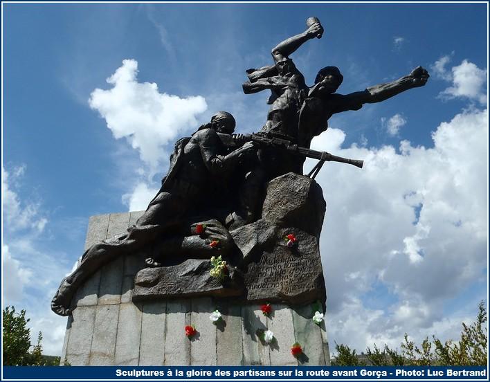 sculpture gloire des partisans gorça