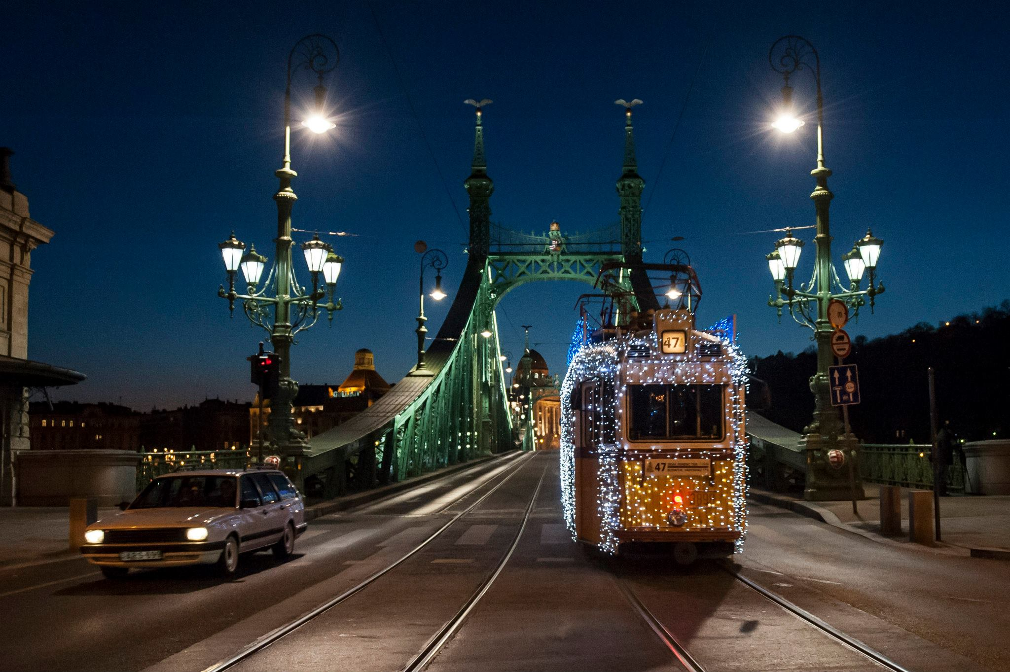 Tramway de noel pont des chaines budapest