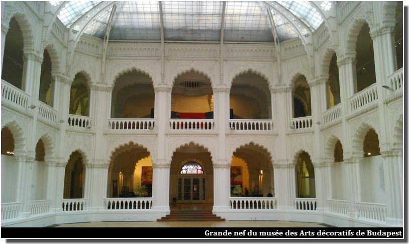 Grande nef musée des Arts décoratifs de Budapest