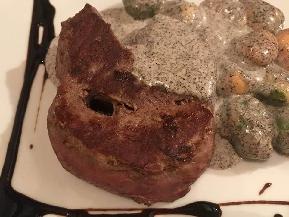 Konoba Martinac Zadar Pavé de boeuf aux gnochis maison sauce aux truffes