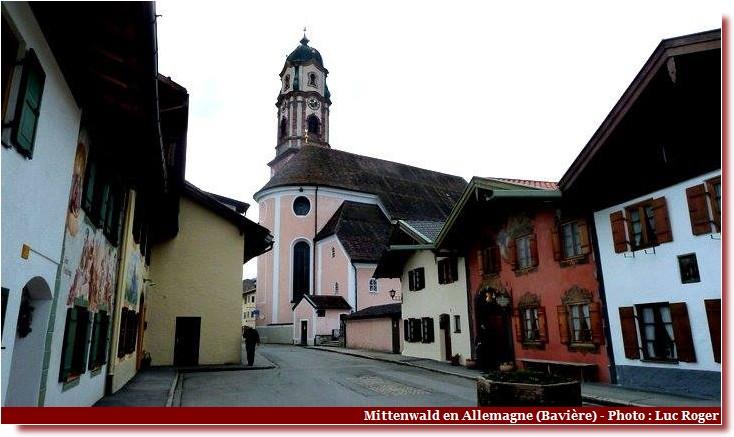 Mittenwald ; village bavarois typique aux superbes façades ornées (Luftlmalerei) 4
