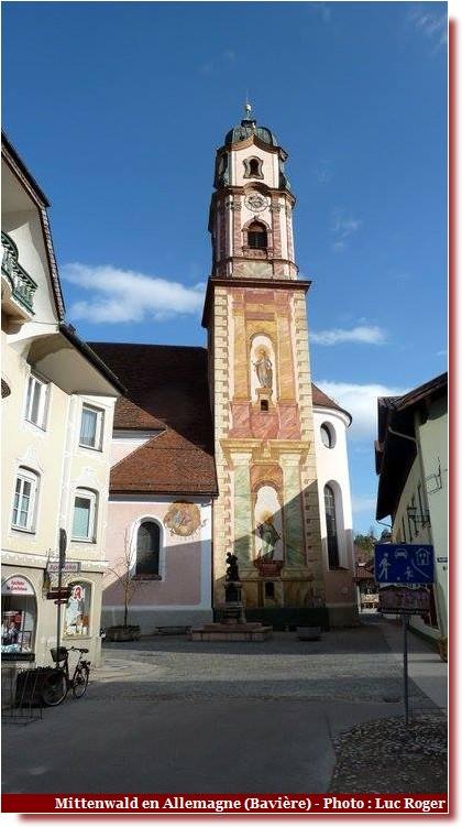 Mittenwald ; village bavarois typique aux superbes façades ornées (Luftlmalerei) 1