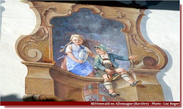 Mittenwald ; village bavarois typique aux superbes façades ornées (Luftlmalerei) 12