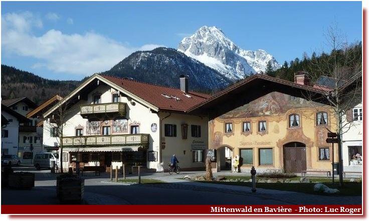 Mittenwald ; village bavarois typique aux superbes façades ornées (Luftlmalerei) 7
