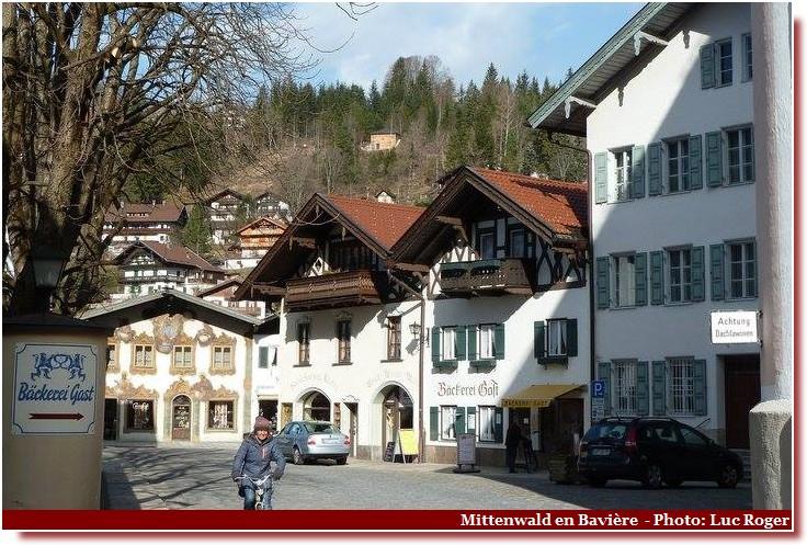 Mittenwald ; village bavarois typique aux superbes façades ornées (Luftlmalerei) 6