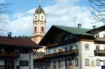 Mittenwald village aux façades décorées