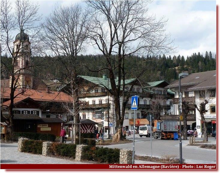 Mittenwald ; village bavarois typique aux superbes façades ornées (Luftlmalerei) 5
