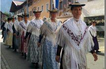 mittenwald fete de la musique defile en costumes
