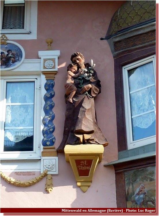 Mittenwald ; village bavarois typique aux superbes façades ornées (Luftlmalerei) 56