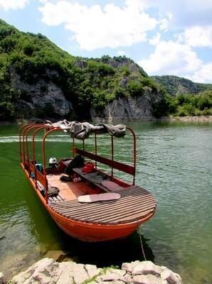 barque pour naviguer sur les méandres d'Uvac