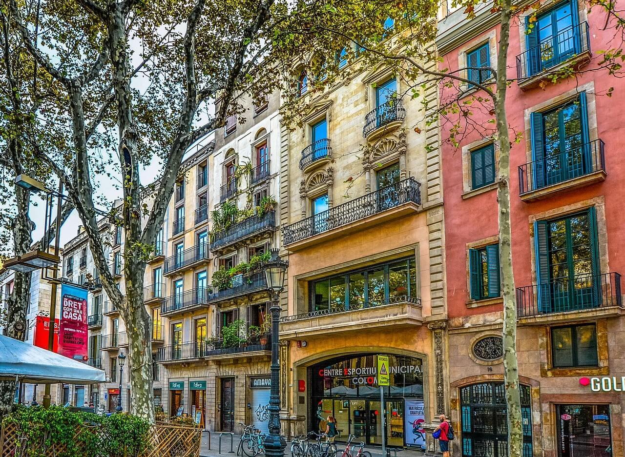 façade des ramblas barcelone (1)