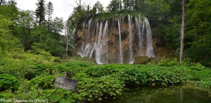 Chutes d'eau pres du lac Gradinsko aux lacs de Plitvice