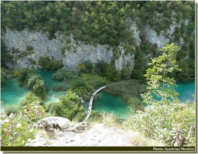 Plitvice Sentiers de rondins entre les lacs de Gavanovac et Kaluđerovac