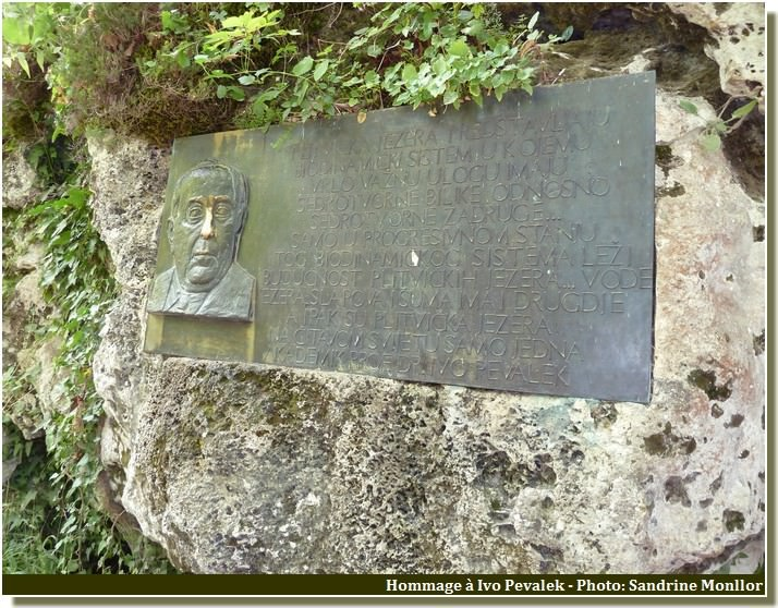 Plitvice plaque commemorative à Ivo Pevalek