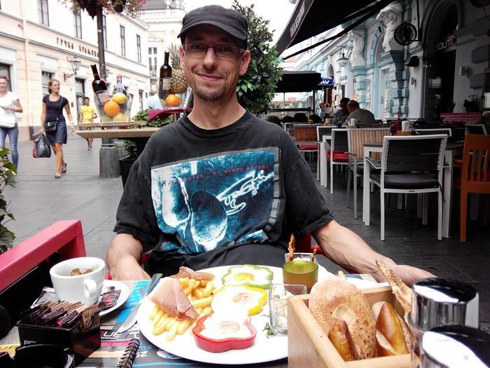 Belgrade petit dejeuner au café