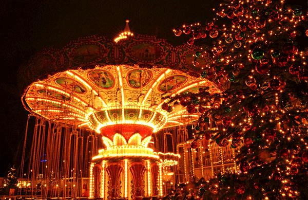 Copenhague Parc Tivoli manege au Marché de noel