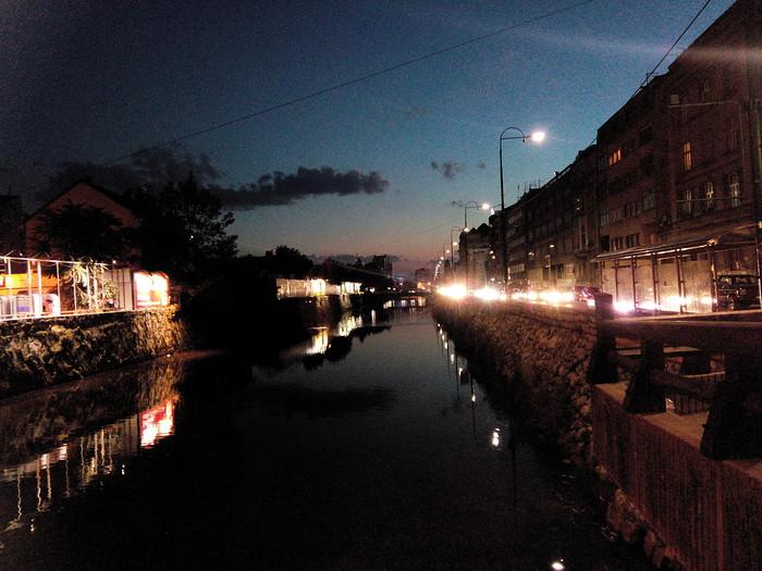 Sarajevo de nuit riviere