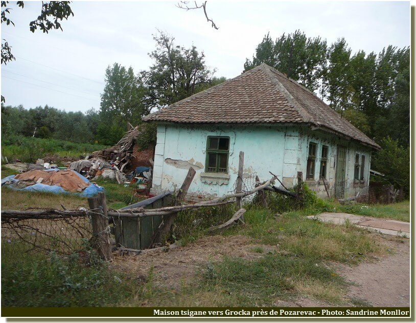Maison tsigane vers Grocka en Serbie