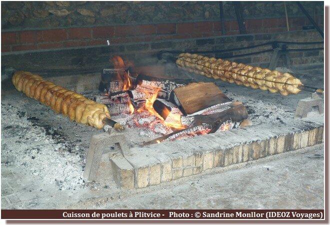 Plitvice cuisson des poulets grillés