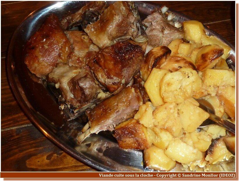 Viande cuite sous la cloche en Croatie