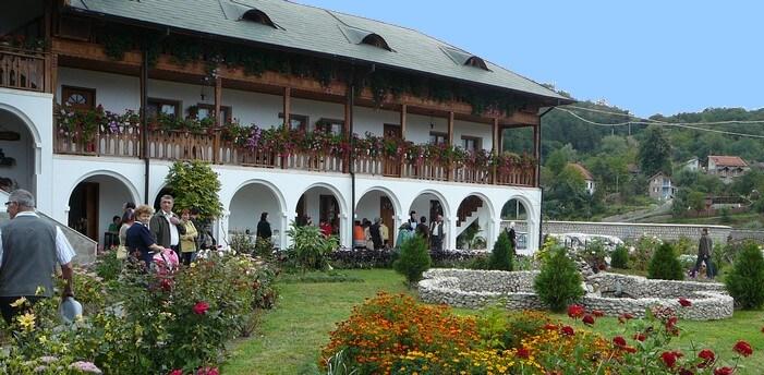 Repas de la fête du Monastère à Ostrov ; mon meilleur souvenir en Roumanie