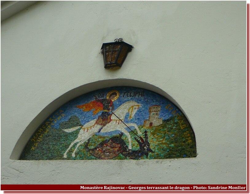 Monastere Rajinovac facade mosaique de Georges terrassant le dragon