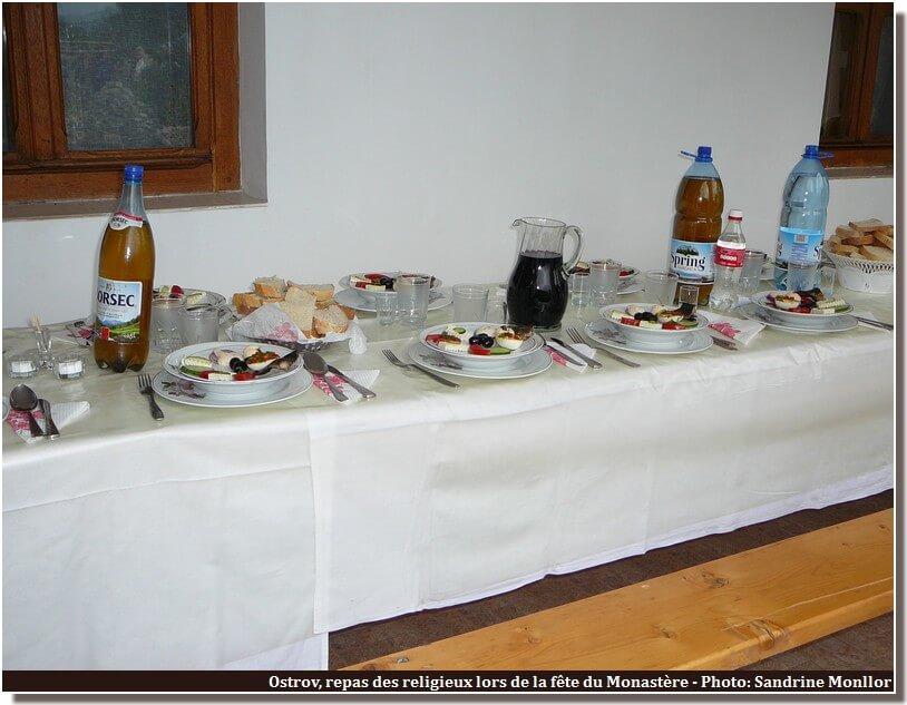 Repas religieux de la fete du monastere Ostrov