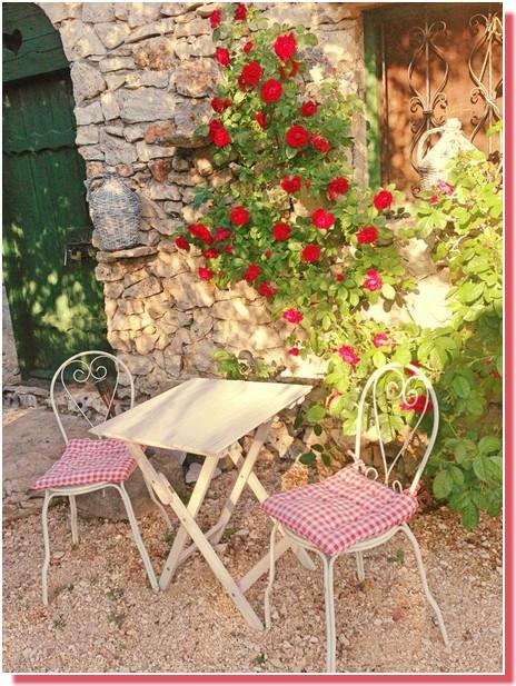 Kalpic Rosiers et table