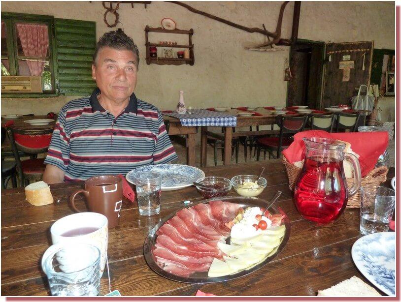 Petit dejeuner croate salé prsut fromage à Kalpic