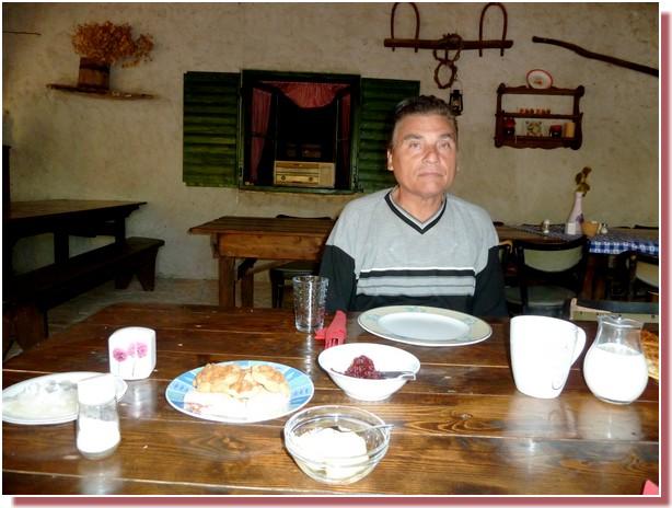 Petit dejeuner typique à Kalpic