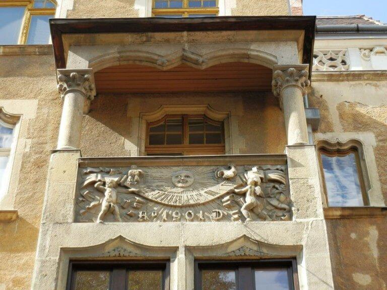 Budapest Horloge solaire sur la balustrade