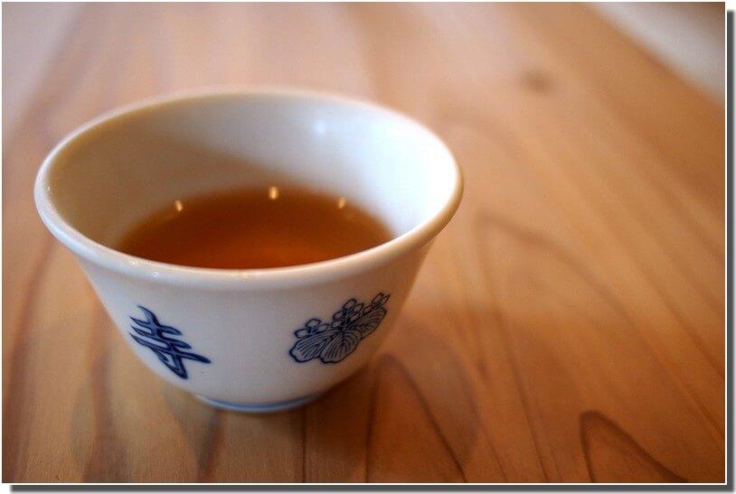 boire un thé japonais