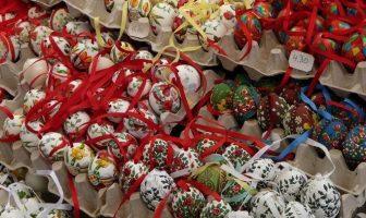 oeufs de paques décorés sur un marché à vienne