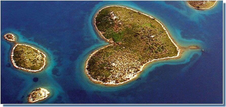 Ile galesnjak en forme de coeur en Croatie