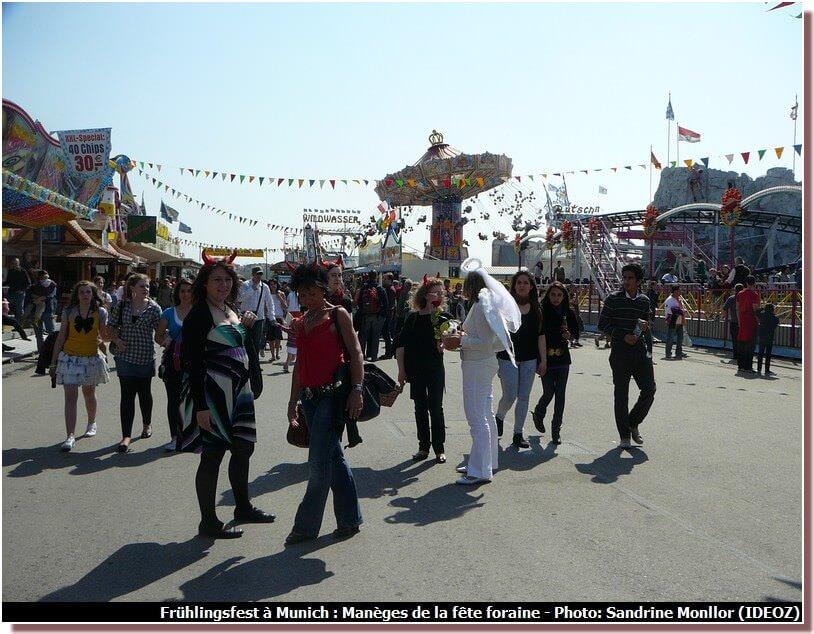 Manèges de la fête foraine de Fruhlingsfest à Munich