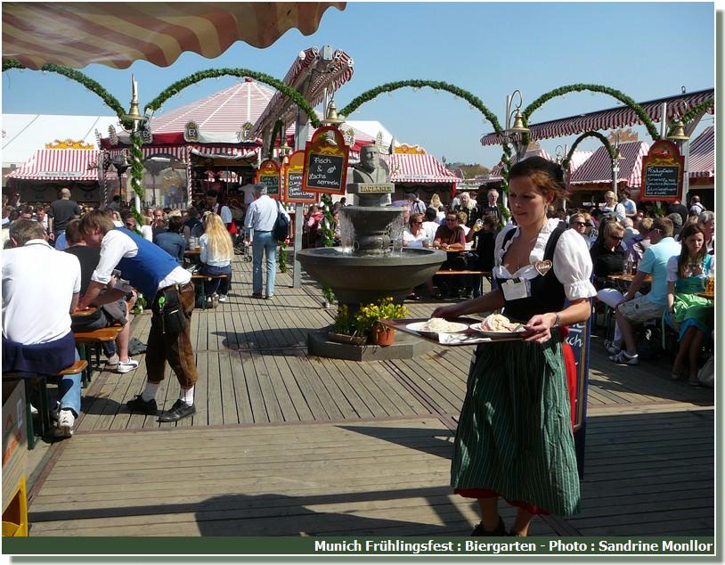Munich Fruhlingsfest Biergarten serveuse
