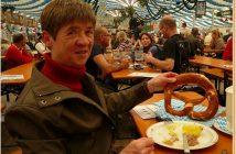 Munich Fruhlingsfest bretzel géant à la Festhalle Bayerland