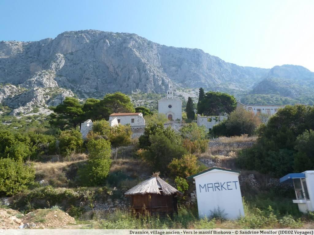 Vieux village au dessus de Drasnice sur la route de Biokovo