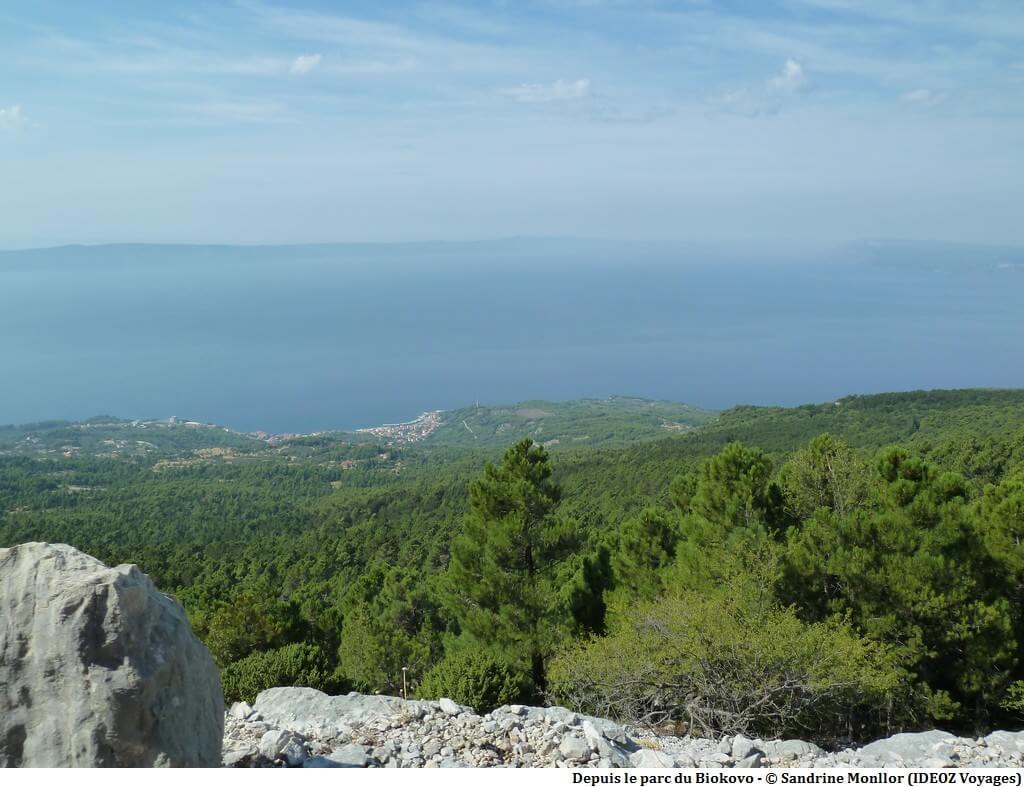 Vue sur la riviera de Makarska depuis le parc naturel Biokovo