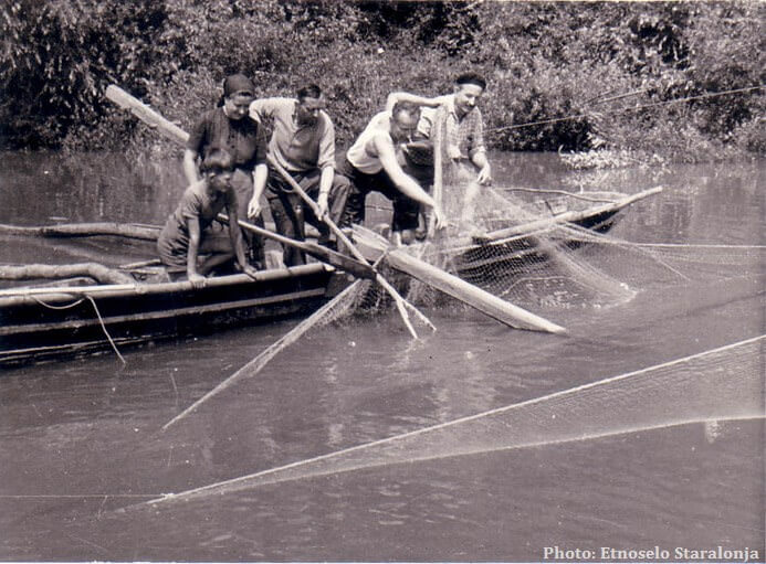 Lonjsko polje pêche traditionnelle au filet sur la sava (photo ancienne)