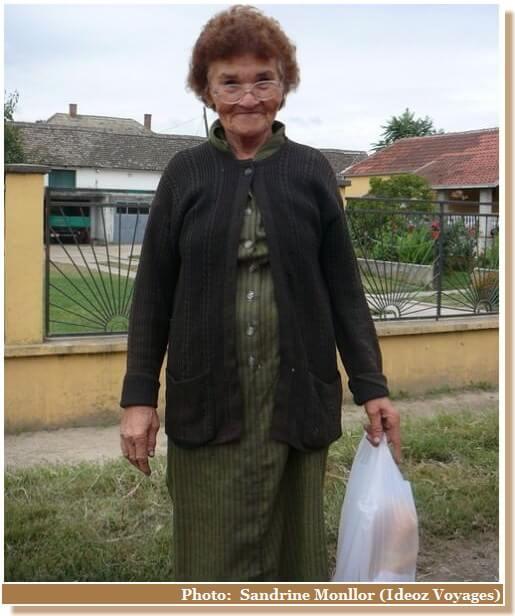 Vieille dame près de Grocka Serbie