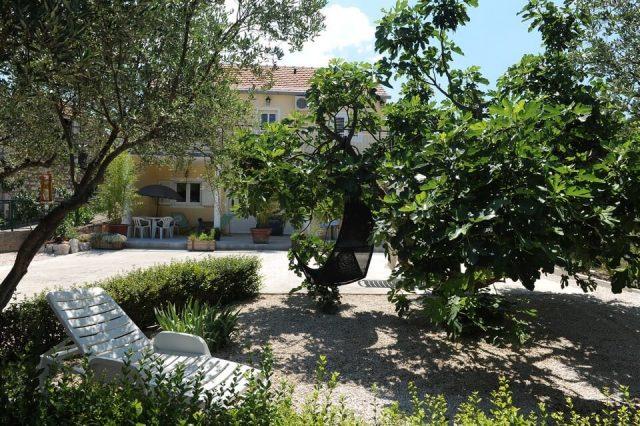 Villa Melanie à Stasevica jardin et coin détente entre Split et Dubrovnik