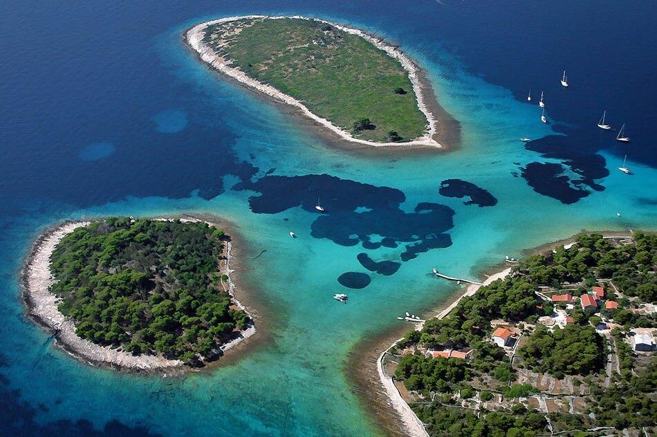 Ile Drvenik veliki lagon bleu en Croatie