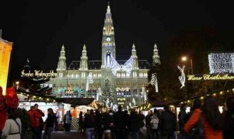 christkindlmarkt sur la place de l'hôtel de ville à Vienne