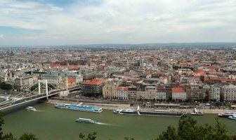 Panorama sur Budapest et le Danube depuis les collines de Buda