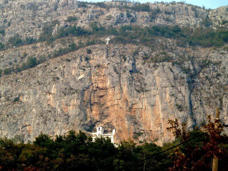A l'approche du monastère Ostrog