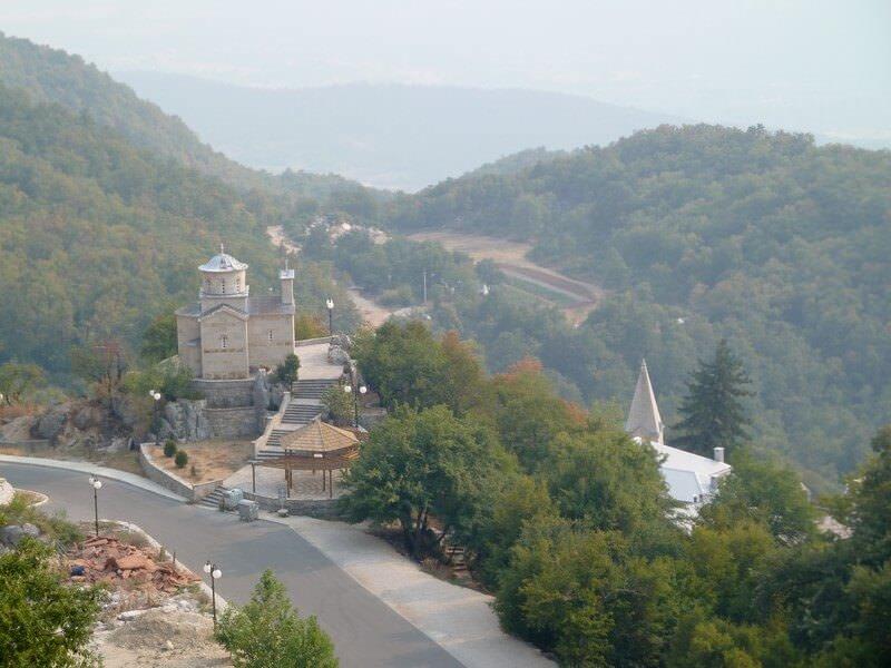 Panorama de plaine de Bjelopavlici aux environs du monastère d'Ostrog au Montenegro