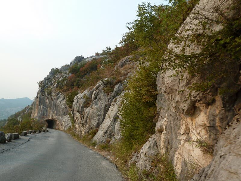 Route en descendant d'Ostrog